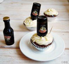 Baileys Cupcakes / Irish Cream Cupcakes. Diese Muffins / Cupcakes sind ein echter Hingucker!