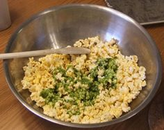 How to Make Colored Popcorn: A 10-Step Photo Guide: How to Make Colored Popcorn - Step Six - Add to Popcorn