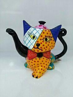 Kedi figürlü porselen demlik