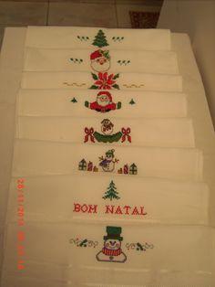 Toalhas de lavabo bordadas em ponto cruz com motivos natalinos - 2011
