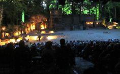 Jan Wiegink: Het Openluchttheater Hertme is een oase van rust en inspiratie. Met een verscheidenheid aan activiteiten als Passiespelen, openluchtvieringen, Afrikafestival, concerten en kindervoorstellingen, omringd door een wandelgebied.