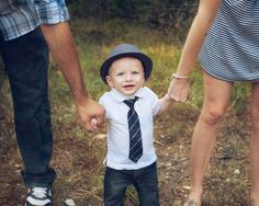 A few picture ideas for family pictures with your toddler. Toddler Pictures, Poses For Pictures, Picture Poses, Family Pictures, Baby Pictures, Baby Photos, Picture Ideas, Photo Ideas, Photography Pics