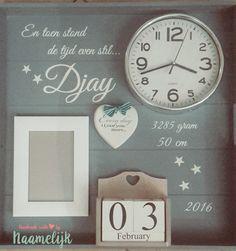 Prachtig geboortebord van Djay, met klokje, hartje en datumblokken. Lief en persoonlijk kraamcadeau! DIY.