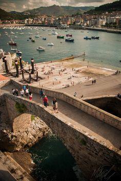 Castro Urdiales  #Cantabria #Spain  Puente romano para llegar a Santa María de la Asunción.