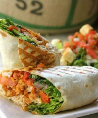 Delicious looking chicken wraps! I Love Food, Good Food, Yummy Food, Crazy Food, Tasty, Grilled Chicken Wraps, Fried Chicken, Crispy Chicken, Bbq Chicken