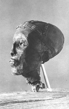 The Griffith Institute Tutankhamun: Anatomy of an Excavation The Howard Carter Archives Photographs by Harry Burton