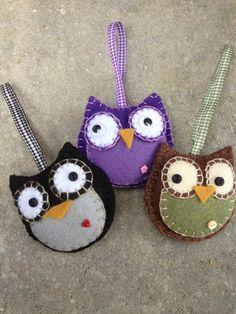 Owl Felt Ornament via Etsy. Christmas Owls, Diy Christmas Ornaments, Felt Ornaments, Owl Crafts, Cute Crafts, Christmas Craft Projects, Christmas Crafts, Owl Felt, Fuzzy Felt