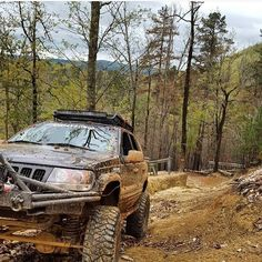 @adams4x4 making up a #muddy #hill in a #Jeep #cherokee #grandcherokee #zj #Adventure #Overland #4X4 #4X4_FunClub #Offroad #ESR4x4 #view #nature #wilderness by 4x4_funclub