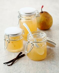 The flesh of the pass-crassane pear, tart, granular and very juicy, makes excellent jams. Chutney, Gourmet Recipes, Sweet Recipes, Healthy Recipes, French Recipes, Food In French, Jar Of Jam, Compote Recipe, Pear Jam