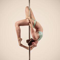 Every #accomplishment starts with the decision to try 💙💚 INSTAGRAM Athlete/dancer = @vee_arreaza • . . . 📸 @kaylens.ca . 👙 @luckylayne . 🌐 @uvpolefitness . . . . . . #pole…