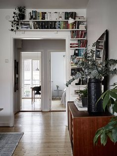 Everyone has at least some books at home, and if you are tight on space or have too many books, storing them may be tricky. Small Space Living, Living Spaces, Living Rooms, Amazing Decor, Scandinavian Home, Lund, White Walls, Home And Living, Sweet Home