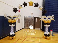 Masquerade themed balloon arch for a High School dance | Balloons by Tommy | #balloonsbytommy