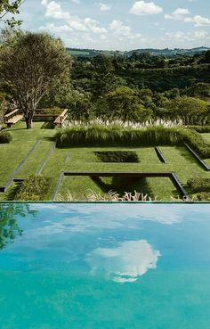 Foto: Alex Hanazaki. Divulgação: Beto Riginik/ Gazeta do Povo.  #Guararapes #Mdf #Projetos #Arquitetura #DesignInteriores #IDesign #InteriorDesign #Interiores #Decor #HouseDecor #House #Paisagismo #DiaNacionalDoPaisagista #BurleMarx #Jardins