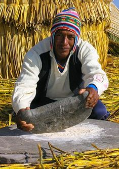 raditional Peruvian Clothing - Clothing in Peru is richly steeped in tradition. Even in modern times, traditional customs are woven into the fabric of today North And South America, Central America, Machu Picchu, Flash Tats, Beau Site, Excursion, Old Stone, Pictures Of People, Lake Titicaca