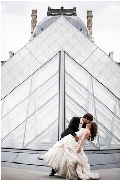 trash the dress louvre © Catherine O'Hara Photography via www.frenchweddingstyle.com #paris #wedding #photography