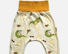 Pantalon évolutif crocodiles, noix de coco, lunettes de soleil, surf, vagues, tropical, unisexe, harem, été Nine Clothing, Crocodiles, Surf, Trunks, Trending Outfits, Unique Jewelry, Swimwear, Pants, Clothes