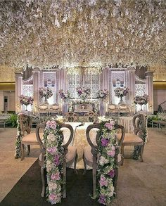 Head over heels in love with this bridal stage from vera and ceceps beautiful ambiance at the akad nikah of dita faisal at thamrin nine ballroom jakarta beautifuly decorated by wedding organized by photo by junglespirit Choice Image