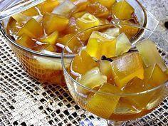 Doce de mamão Ingredientes: 1 mamão verde médio 1 colher de sopa de pó royal (ou bicarbonato) ½ kg de açúcar 6 pedacinhos de canela em pau (a gosto) 10 cravinhos (a gosto) Modo de Preparo: Descascar o mamão e cortá-lo em cubinhos médios Lavá-los bem Colocar o mamão em uma vasilha e cobri-lo…