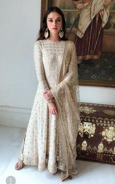 Aditi Rao Hydari looking stunning in a Tarun Tahiliani Anarkali. A kalidar chikankari and mukaish anarkali paired with a hand embroidered dupatta. The details in this anarkali is just amazing! Indian Attire, Indian Wear, Pakistani Dresses, Indian Dresses, Indian Bridal Outfits, Wedding Outfits, Bridal Dresses, Tarun Tahiliani, Desi Clothes