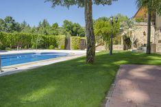 #jardín con #piscina en chalet de El Escorial
