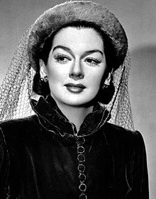 Catherine Rosalind Russell (June 1907 – November was an American actress, comedian, screenwriter and singer, known for her role as fast-talking newspaper reporter Hildy Johnson in the Howard Hawks screwball comedy His Girl Friday as we The Hollywood Bowl, Hollywood Walk Of Fame, Golden Age Of Hollywood, Vintage Hollywood, Hollywood Glamour, Hollywood Stars, Hollywood Actresses, Classic Hollywood, Vintage Vogue