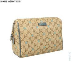 Небольшая сумочка-клатч Gucci бежевого цвета из фирменного материала Гуччи с голубыми звездочками, с вставками из синей натуральной кожи