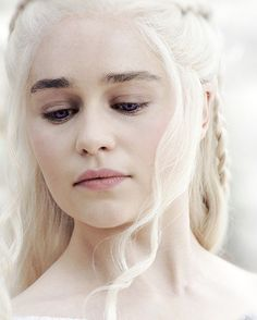 Find images and videos about game of thrones, got and emilia clarke on We Heart It - the app to get lost in what you love. Emilia Clarke Daenerys Targaryen, Game Of Throne Daenerys, Game Of Thrones 5, No Rain, Portraits, Mother Of Dragons, Khaleesi, Winter Is Coming, Jon Snow