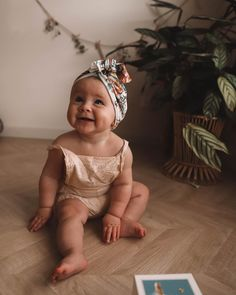 baby-madchen-herbst-outfits-beste-baby-madchen-kleider-baby-babykleidung-m/ - The world's most private search engine Baby Girl Fall Outfits, Baby Girl Dresses, Baby Girl Fashion, Girl Outfits, Little Babies, Cute Babies, Baby Clothes Brands, Baby Brands, Winter Baby Clothes