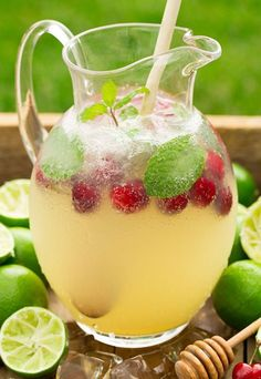 These alcohol-free fizzy drinks are the perfect drink to have at a backyard party or for a girl's night in. See how to make Italian soda, fizzy juice drinks and alcohol-free sangria with our delicious and easy recipes! Party Drinks, Fun Drinks, Yummy Drinks, Healthy Drinks, Juice Drinks, Beverages, Limeade Drinks, Limeade Recipe, Desserts
