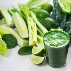 Super Green Detox Drink 2 celery stalks, chopped 1 small cucumber, chopped 2 kale leaves 1 handful spinach Handful of fresh parsley or cilantro 1 lemon peeled 1 apple, seeded, cored and chopped