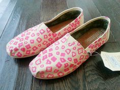 gifts for teens. Cheetah Print Shoes, Pink Cheetah, Pink Princess, Best Christmas Gifts, Gifts For Teens, Vans Shoes, Cute Shoes, Toms, Converse