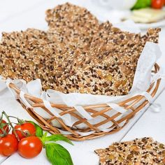 Fröknäcke i korg Banting Recipes, Raw Food Recipes, Bread Recipes, Vegetarian Recipes, Healthy Recipes, Cocktail Desserts, Food Swap, Swedish Recipes, Quick Snacks