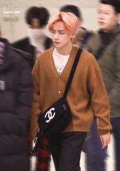 He look so sleepy Korean Boy Bands, South Korean Boy Band, Daegu, Bts Korea, Yoongi, I Love Bts, V Taehyung, Bts Group, Record Producer
