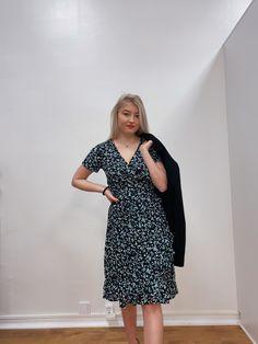 #dress #summer #fashion #summerstyle #suomi #suomalainen #mekko #kesä #naistenvaatteet #naistenmuoti #muoti Boutique Dresses, Wrap Dress, Fashion, Moda, La Mode, Wrap Dresses, Fasion, Fashion Models, Trendy Fashion