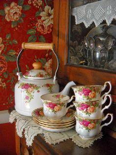 Royal Albert roses, my favorite pattern. I had never seen this teapot.