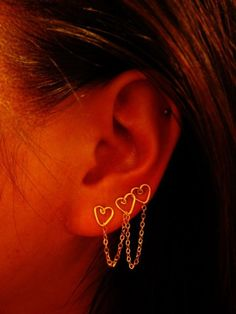 tripple peircing - I like this earring... Wish my ears were still double/triple pierced.