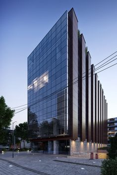 Image 10 of 22 from gallery of Francisco de Aguirre Building / Stein-Suazo Arquitectos. Photograph by Aryeh Kornfeld Big Building, Multi Story Building, Facade Design, Exterior Design, Architecture Drawings, Architecture Design, Small Buildings, Commercial Architecture, Apartment Design