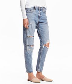 Light denim blue/Trashed. 5-pocket, low-rise jeans in washed denim with heavily distressed details. Button fly and slightly wider, tapered legs.