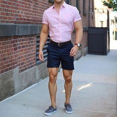 Royal Fashionsit is the best Men's Fashion Guide. Here you will find the latest trends on men's style. Get inspired with these outfits and leave your comment below. Summer Outfits Men, Short Outfits, Casual Outfits, Fashion Outfits, Men's Fashion, Men Summer, Linen Suits For Men, Stylish Men, Men Casual