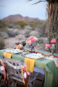 Love the colors of this tablescape.