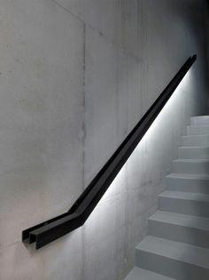 Kreatives Geländer, das Treppenkonstruktionen hervorhebt #spindeltreppe #wendeltreppe #staircase #interiordesign #stairs