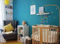 stokke sleepi, filzkugeln, diy, mobile, Kinderzimmer, holzbett, babyzimmer, blau, grau, toddler