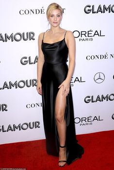 She's one of the most sought-after young actresses in Hollywood. And on Monday, Lili Reinhart was one of many stars who attended the 2018 Glamour Women of the Year Awards. Betty Cooper, Lili Reinhart, Celebrity Dresses, Celebrity Style, Stylish Dresses, Dresses For Work, Red Carpet Gowns, Glamour, L'oréal Paris