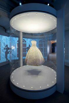 Dior-visual-merchandising-at-Harrods-London-03