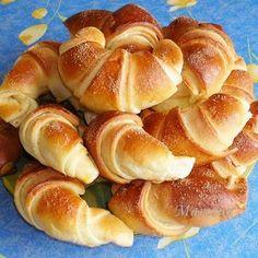 Sajtos pincekifli Receptek a Mindmegette. Sweet Pastries, Bread And Pastries, Potica Bread Recipe, No Bake Desserts, Dessert Recipes, Savory Pastry, Hungarian Recipes, Fun Easy Recipes, Food Humor