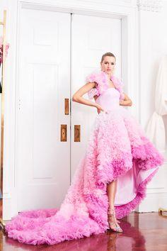 Christian Siriano Resort 2019 Fashion Show Collection: See the complete Christian Siriano Resort 2019 collection. Look 42 Maternity Dresses, Bridal Dresses, Prom Dresses, Women's Runway Fashion, Fashion Show, Vogue Fashion, Fashion Spring, Fashion Trends, Sheer Dress