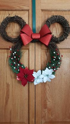 Mickey and minnie Minnie Mouse Wreath. Mickey and minnie. Any season Minnie Mickey Christmas, Christmas Holidays, Christmas Ornaments, Disney Christmas Crafts, Diy Christmas Wreaths, Disney Crafts, Pool Noodle Christmas Wreath, Rustic Christmas, Christmas Decoration Crafts