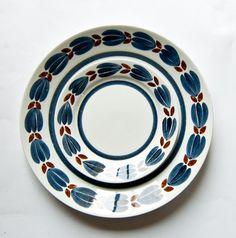 Vintage Arabia Botnia pattern c 1960 Pottery Painting, Ceramic Painting, Glaze Paint, Painted Plates, Vintage Cups, Pottery Designs, Ceramic Decor, Nordic Design, Floral Style