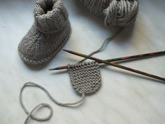 Baby Knitting Patterns Super cute crochet elephant applique, it is very easy to lea… Baby Knitting Patterns, Baby Booties Knitting Pattern, Crochet Baby Boots, Knit Baby Dress, Knit Baby Booties, Baby Hats Knitting, Knitting For Kids, Baby Blanket Crochet, Baby Patterns
