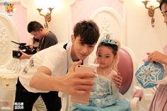 I Smile, Make Me Smile, Tao Exo, Daddy, Couple Photos, Chinese, Ideas, Couple Shots, Couple Photography